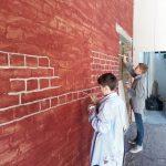 Familiensache: Bei der Gestaltung des Blickfangs half der Nachwuchs fleißig mit
